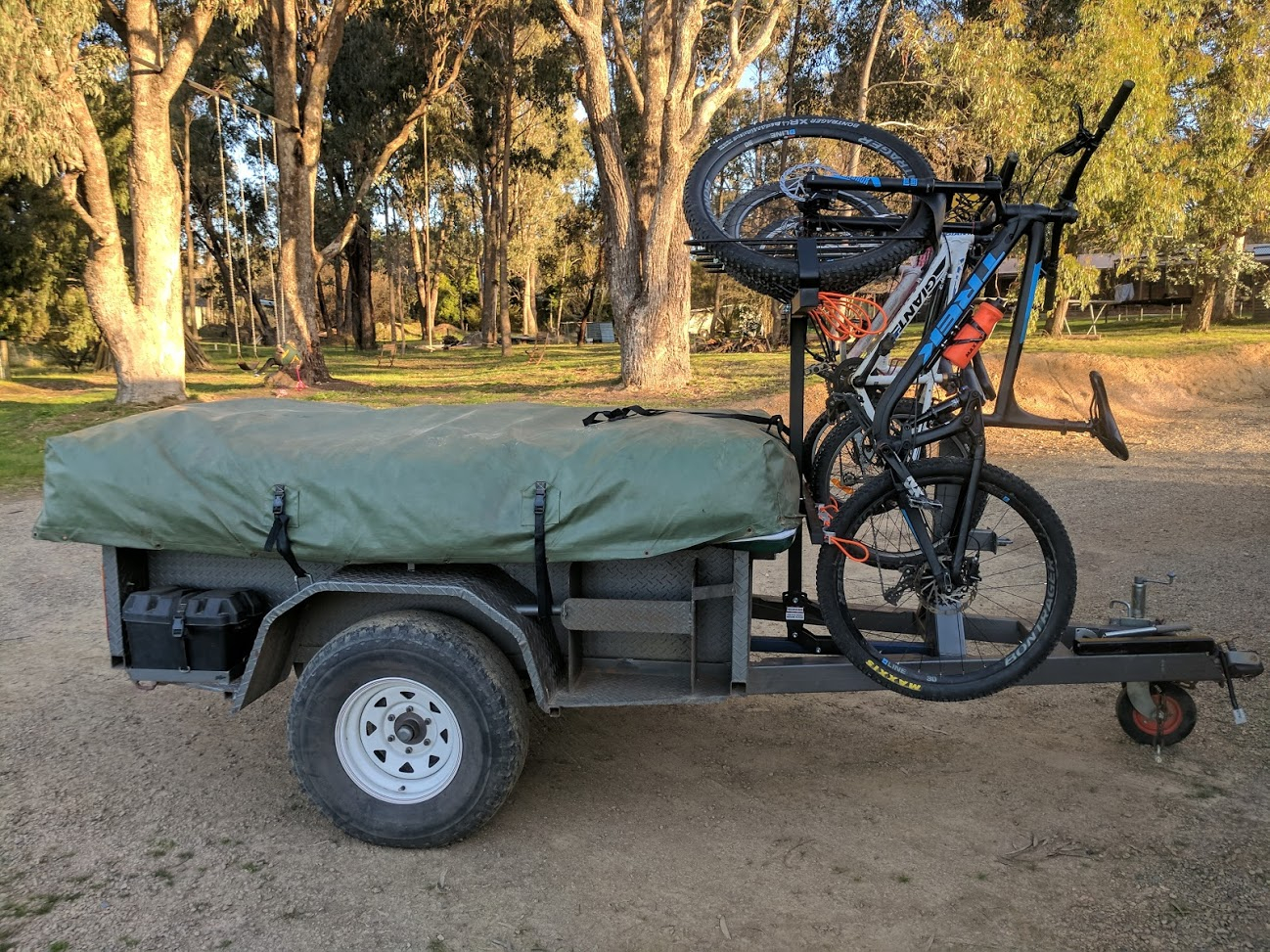 Shingleback Vertical Bike Rack | Camper Trailer