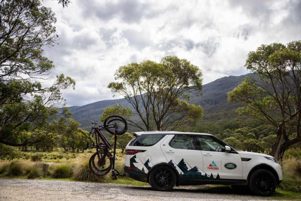 Land Rover Discovery with Shingleback Vertical Bike Rack
