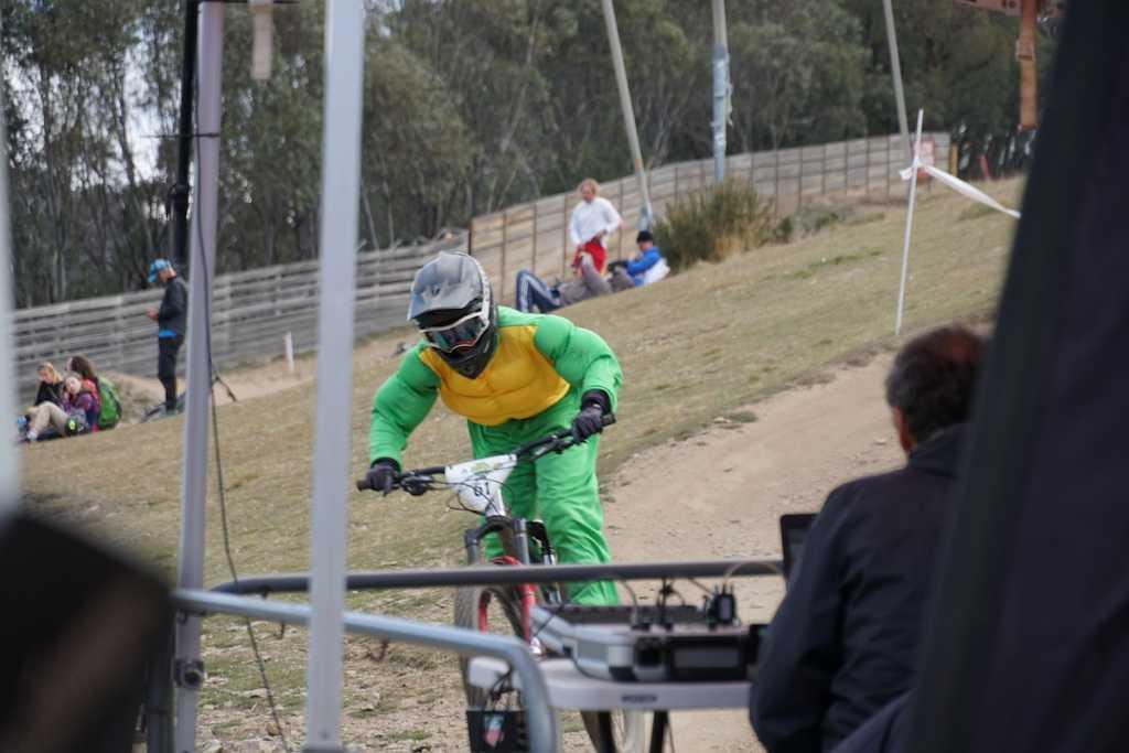 Costume MTB racing in Thredbo